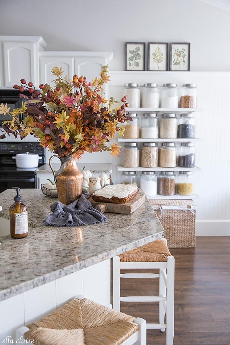 https://thecottagemarket.com/wp-content/uploads/2020/08/Easy-Fall-Kitchen-Decoration-Ideas-1.jpg